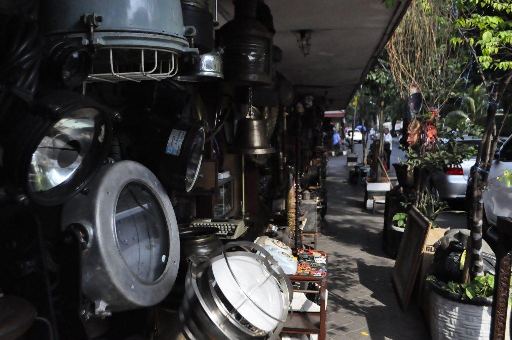 Jalan Surabaya Market Yakarta