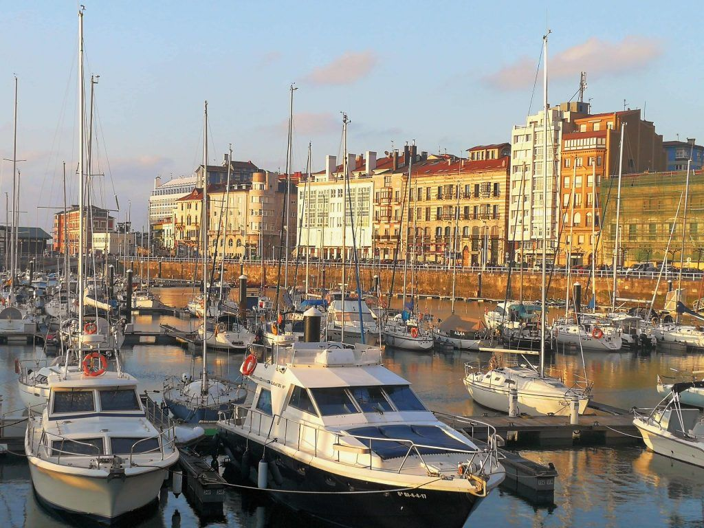 Puerto deportivo de Gijón - Haz La Mochila