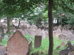 Antiguo cementerio Judío de Praga - Haz La Mochila